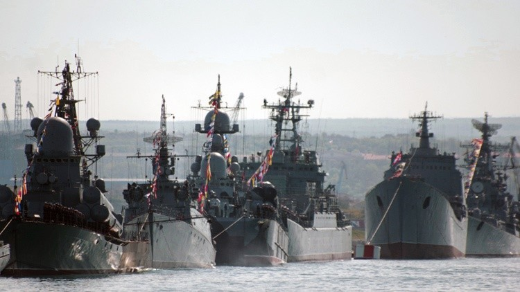 La flota rusa del mar Negro se equipa con submarinos, patrulleros y aviones de asalto