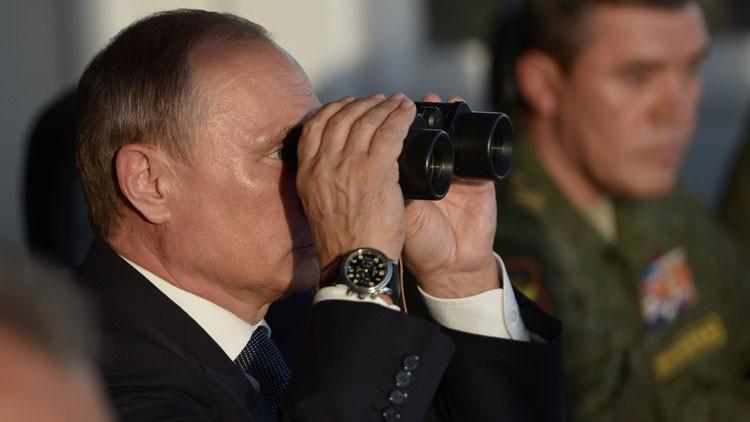 Militares rusos muestran a Putin las armas secretas del futuro en los mayores ejercicios del año