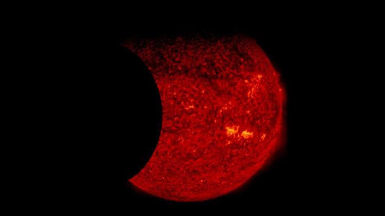 La NASA capta por primera vez un impactante doble eclipse solar (Video)