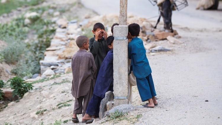 Los soldados de EE.UU., obligados a ignorar los abusos sexuales de niños por las milicias afganas
