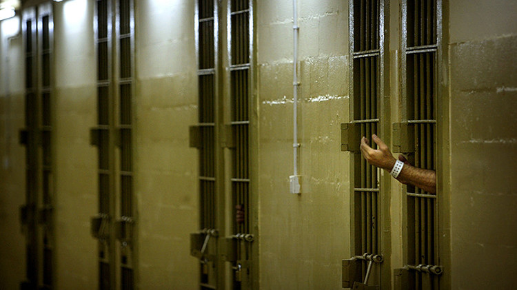 España: Un juez militar pide archivar de forma provisional un caso de torturas en Irak