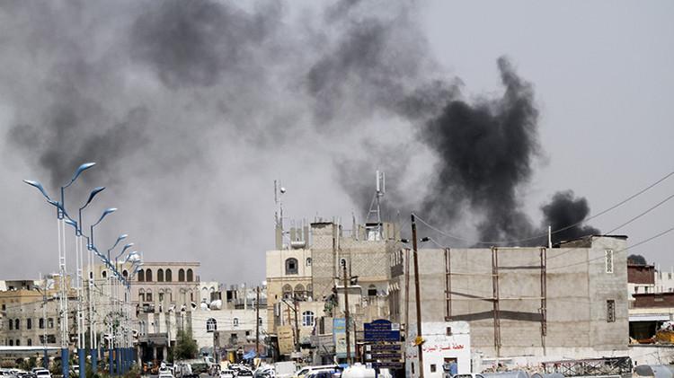 Al menos 20 personas mueren en un bombardeo saudí contra un hotel en Yemen