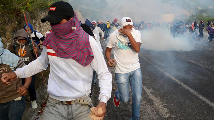 Fotos, video: Fuertes enfrentamientos entre la Policía y normalistas en México dejan varios heridos