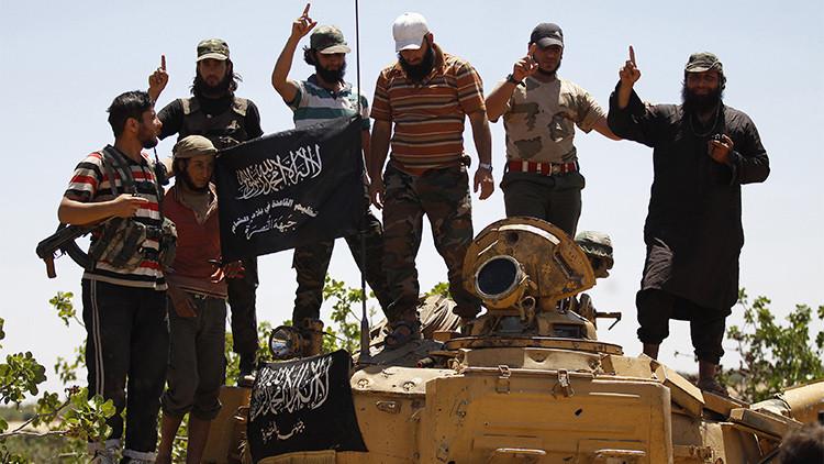 Rebeldes entrenados por EE.UU. traicionan a Washington entregando armas a una rama de Al Qaeda