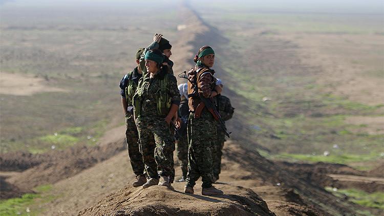 """""""En venganza por las yazidíes"""": Tres mujeres kurdas matan diariamente hasta 10 yihadistas del EI"""