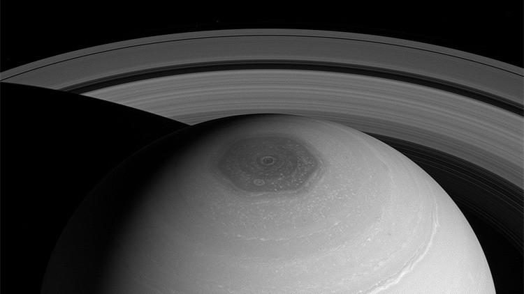 Tras más de 30 años, explican el fenómeno del hexágono polar de Saturno