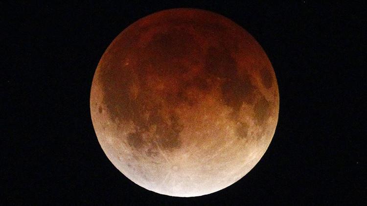 ¿Dónde y cuándo ver el único eclipse total de la mayor superluna de la década?