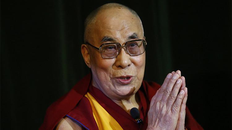 """El Dalai Lama cree que sólo una mujer """"muy atractiva"""" sería su sucesor"""