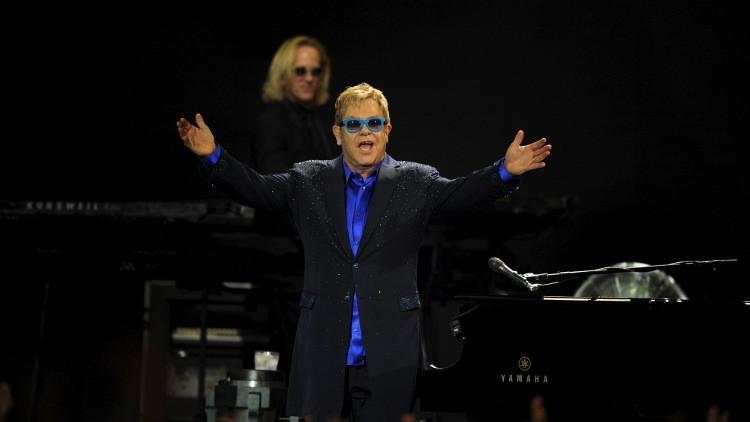 Ahora no es broma: el verdadero Vladímir Putin llama a Elton John y le ofrece reunirse