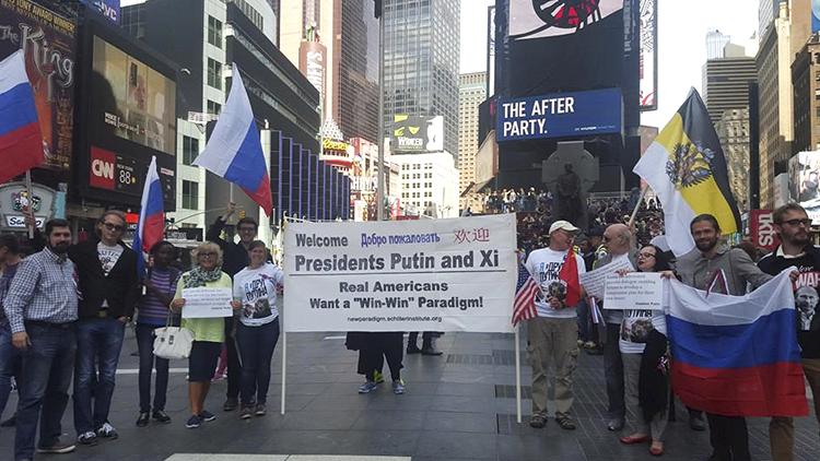 Neoyorquinos organizan una manifestación de bienvenida a Vladímir Putin y Xi Jinping
