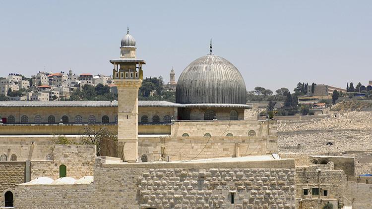 Enfrentamientos entre palestinos y la policía en el complejo de la mezquita Al Aqsa de Jerusalén