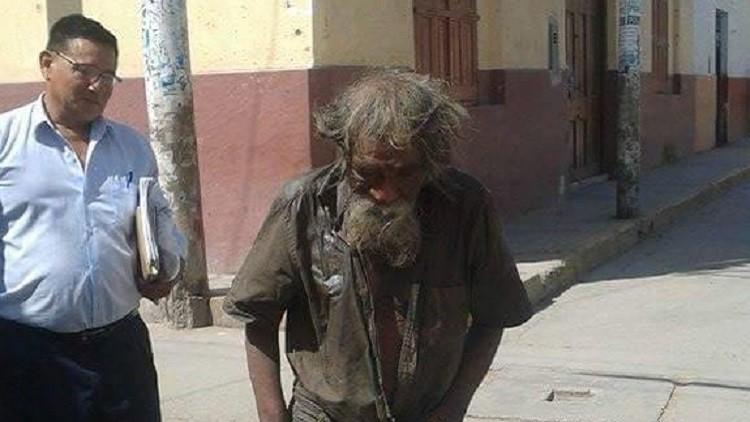 Perú: El solidario 'lavado de imagen' de un mendigo de 83 años conmueve la Red