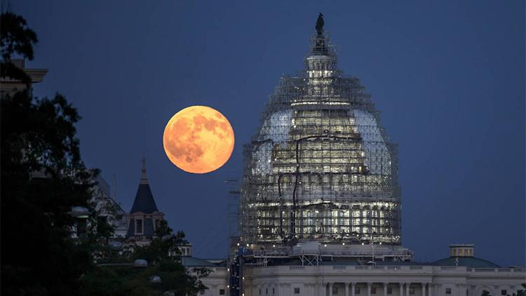 La 'superluna de sangre' deslumbra a la Tierra