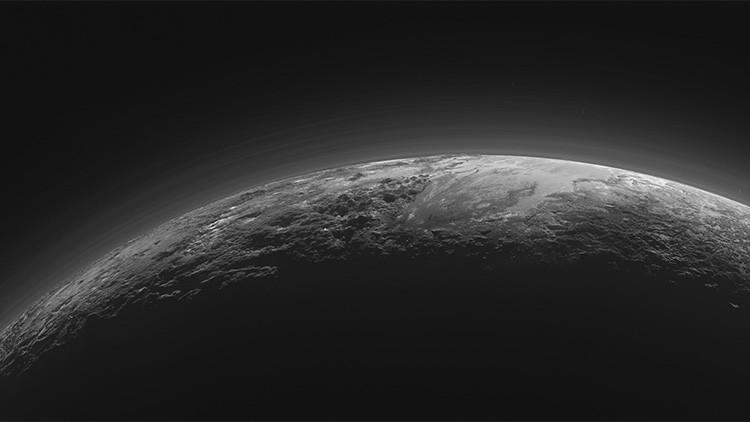 Hallan sorprendentes similitudes entre Plutón y la Tierra