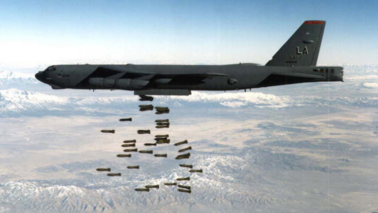 """""""Neoconservadores y contratistas militares de EE.UU. patrocinan la propaganda contra RT"""""""