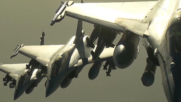 Francia divulga imágenes de los ataques aéreos contra el Estado Islámico en Siria (Video)