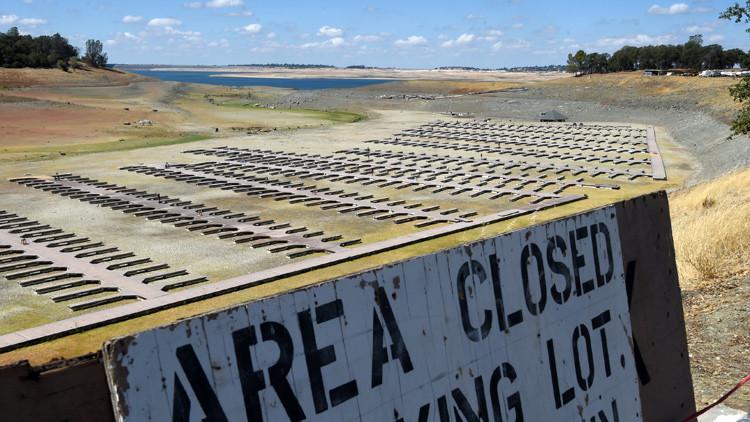 California se seca: impactantes videos muestran cómo desaparece el agua de los lagos