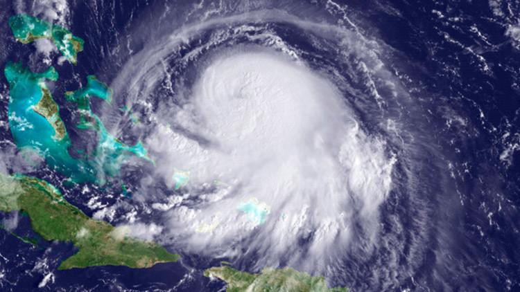 El huracán Joaquín se acerca peligrosamente a EE.UU. (Video)