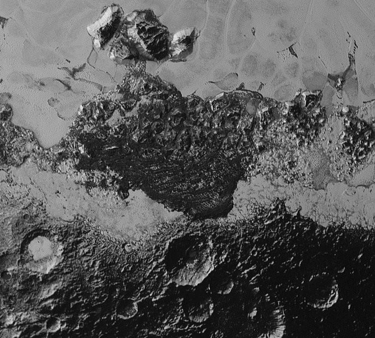 Las 8 fotos más impactantes del desconcertante planeta enano Plutón
