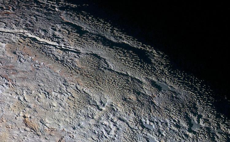 Las imágenes más detalladas de Plutón muestran su extraña geología