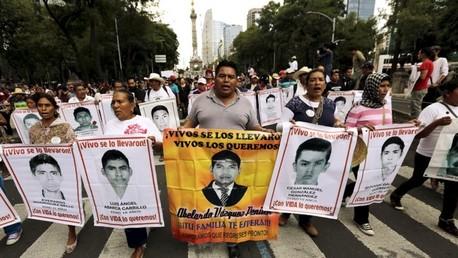 La CIDH: Los 43 normalistas de Iguala fueron masacrados por robar un bus con heroína