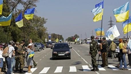 Nacionalistas ucranianos bloquean suministro de alimentos a Crimea