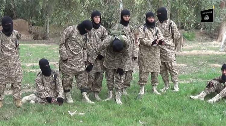El Estado Islámico pierde a guerrilleros por recortar los sueldos