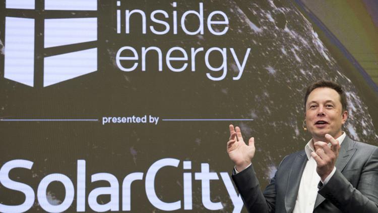 Elon Musk, presidente de SolarCity y CEO de Tesla Motors, habla en la Cumbre Energética de Manhattan, Nueva York, EE.UU., 2 de octubre, 2015.