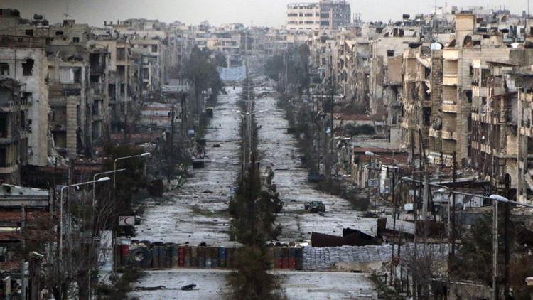 Una calle destruida en el barrio Saif al-Dawla de Alepo.