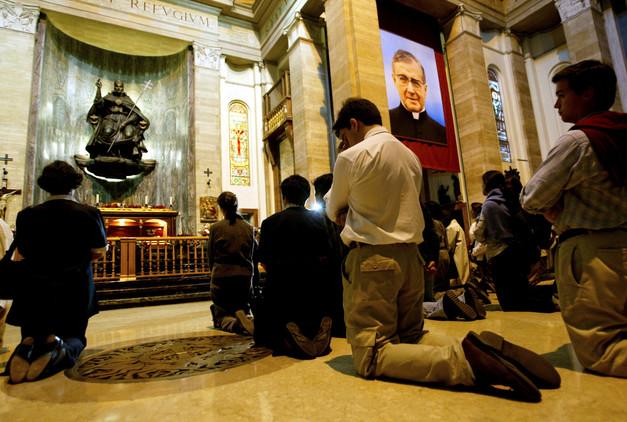 Escándalo en España: el papa investiga un caso de pederastia en un colegio del Opus Dei