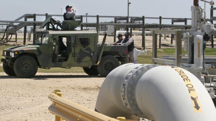 ¿Por qué EE.UU. guarda millones de barriles de petróleo bajo tierra?