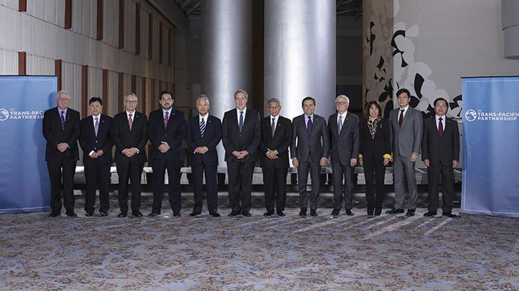 Ministros de Comercio de los 12 países miembros del Acuerdo Transpacífico de Cooperación Económica en Atlanta, Georgia, EE.UU., 1 de octubre de 2015