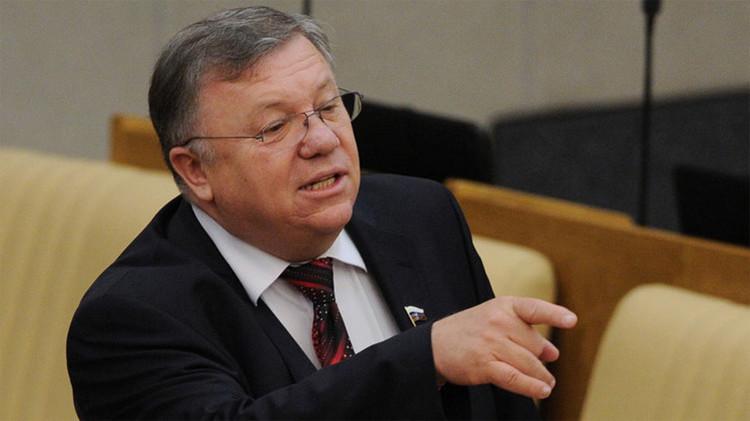 El Presidente del Comité de Defensa de la Duma Estatal, Vladímir Komoédov.