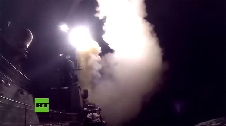 Buques rusos atacan las posiciones del Estado Islámico en Siria