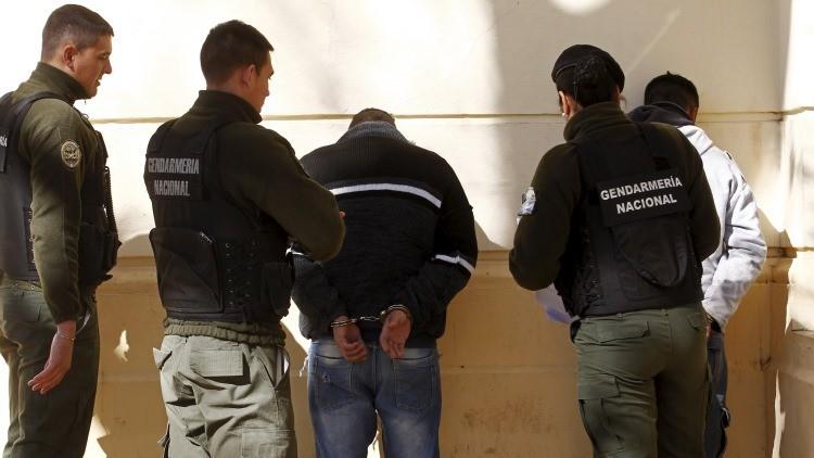 Las fuerzas de seguridad argentinas registran a las personas en la ciudad de Rosario el 11 de septiembre de 2015