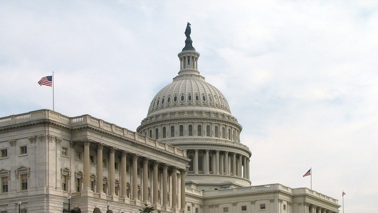 El Senado de EE.UU. aprueba la ley sobre suministro de armas letales a Ucrania