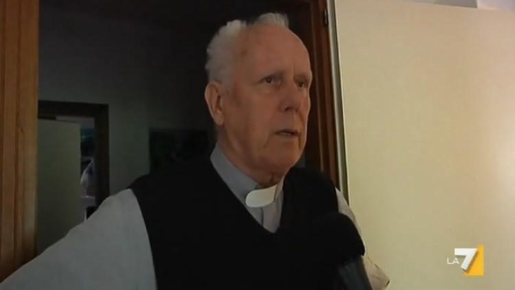 """Sacerdote italiano: """"Puedo entender la pedofilia, algunos niños buscan afecto"""""""