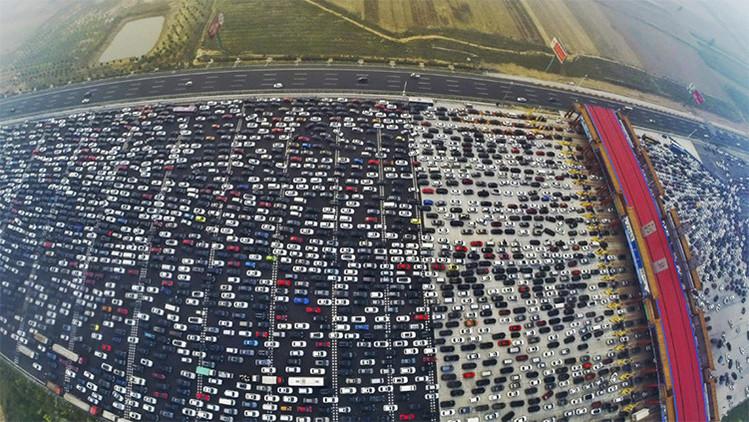 ¿Vio algo así alguna vez? China vive uno de los peores atascos de tráfico de la historia (Video)