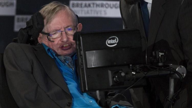 Stephen Hawking advierte del 'peligro' de las máquinas y revela el misterio que más le intriga
