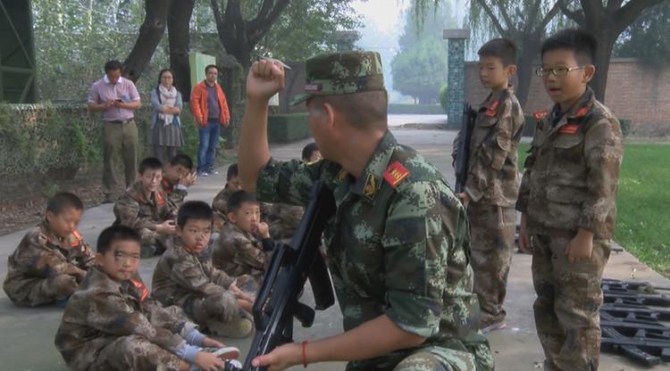Fotos, video: Niños chinos se curan de la adicción a los videojuegos con 'combates reales'