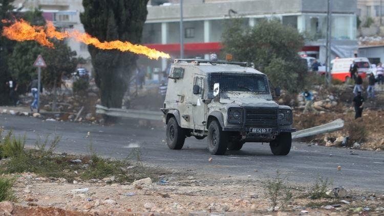 Video: Un jeep israelí arrolla a un manifestante palestino
