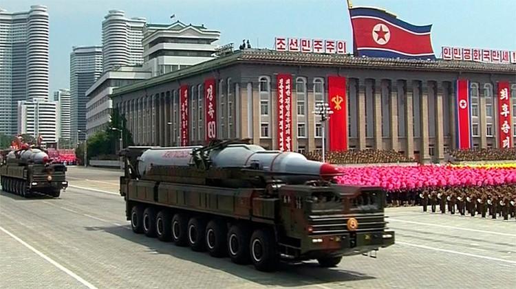 Pionyang muestra un avanzado misil balístico capaz de alcanzar EE.UU. (Video)