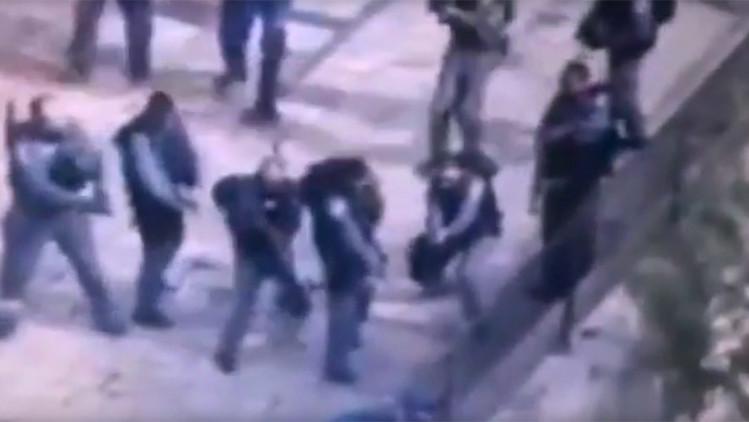 FUERTES IMÁGENES: Un joven palestino apuñala a policías israelíes y es asesinado a quemarropa