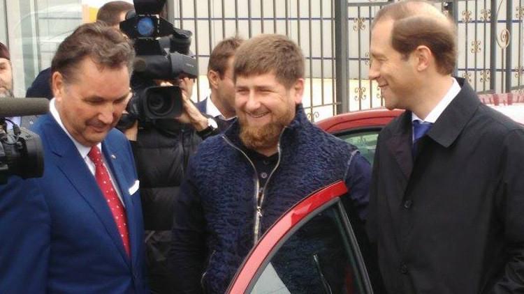 Vídeo: Kadýrov prueba un nuevo Lada que se fabricará en Chechenia