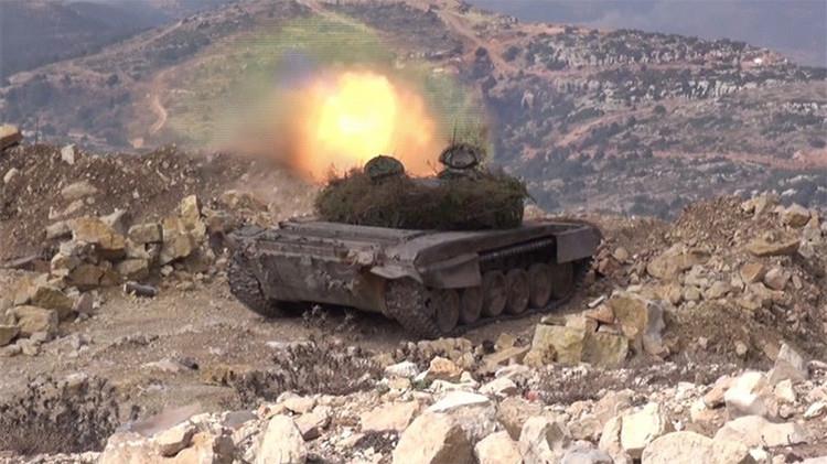 Tanques a todo gas: vídeos exclusivos de la ofensiva del Ejército sirio contra el EI en Latakia