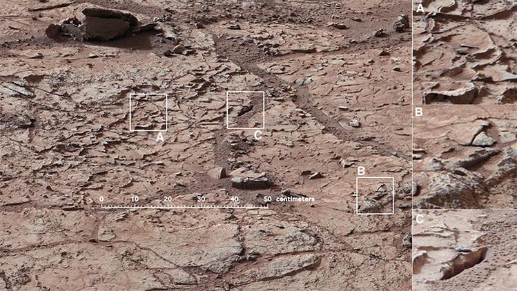 Esta vista muestra el área de las rocas planas y veteadas seleccionadas como el primer lugar de perforación para el rover Curiosity de la NASA en Marte.