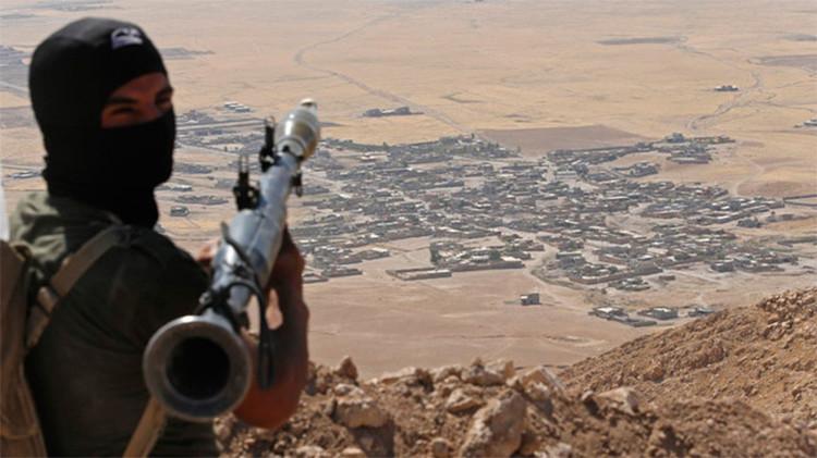 Exagente de la CIA sospecha que el Pentágono está armando a los terroristas del EI