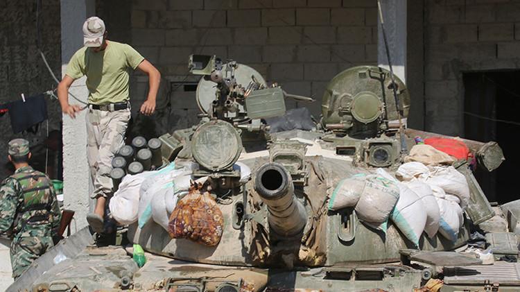 El Ejército sirio lanza una gran ofensiva contra el EI en los suburbios de Damasco (Video)
