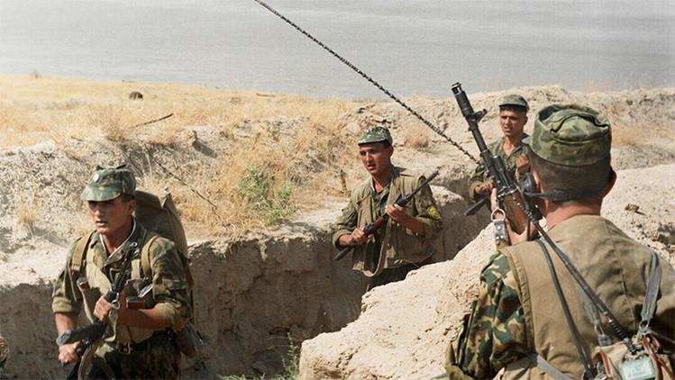 Guardias fronterizos rusos cumpliendo sus misiones de defensa de tres fronteras: tayika, uzbeka y afgana.