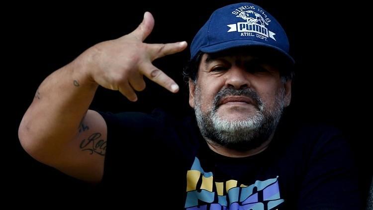 """¡Dile que devuelva Malvinas!"": Maradona desata polémica tras aceptar oferta de la reina británica"